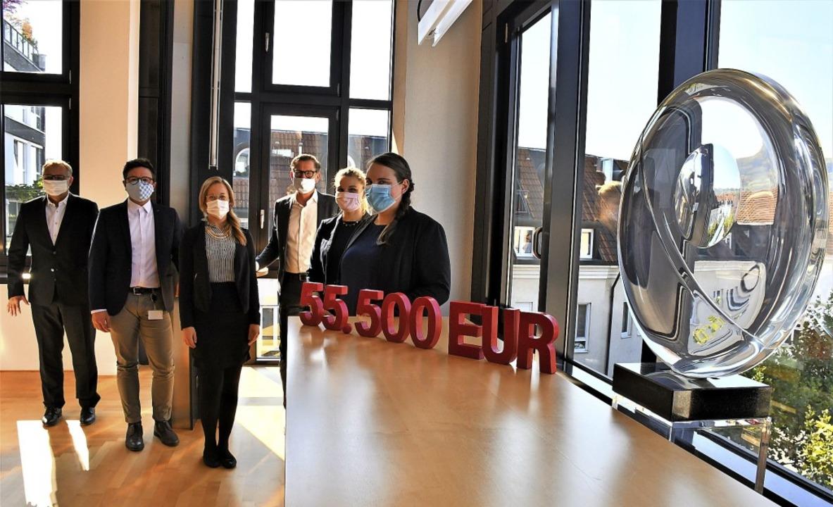 Stellten die Spendenaktion der Sparkas...benow, Lara Schleith und Svenja König   | Foto: Barbara Ruda