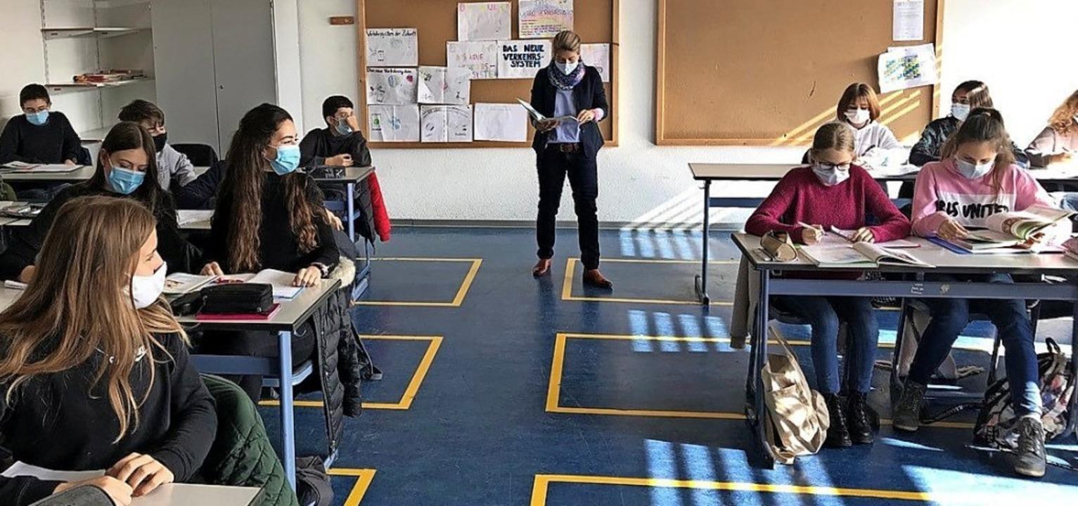 In der Robert-Schuman-Realschule Walds...ergs auch im Unterricht Maskenpflicht.  | Foto:  Realschule