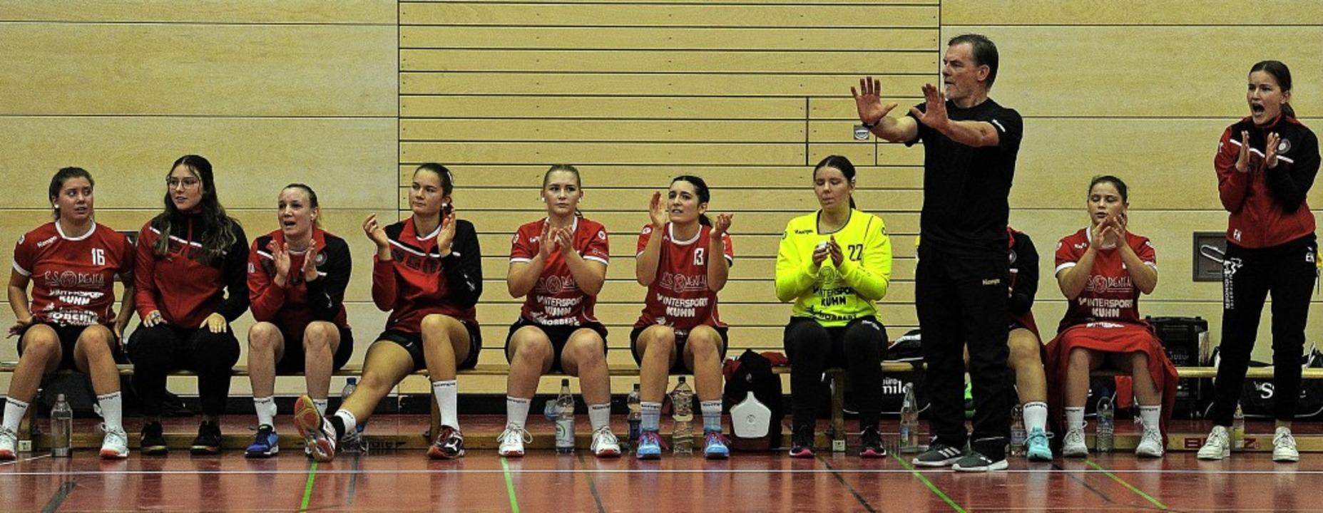 Der neue Trainer Klaus Ziegler feierte...eg in der Ichenheimer Riedsporthalle.     Foto: Bettina Schaller