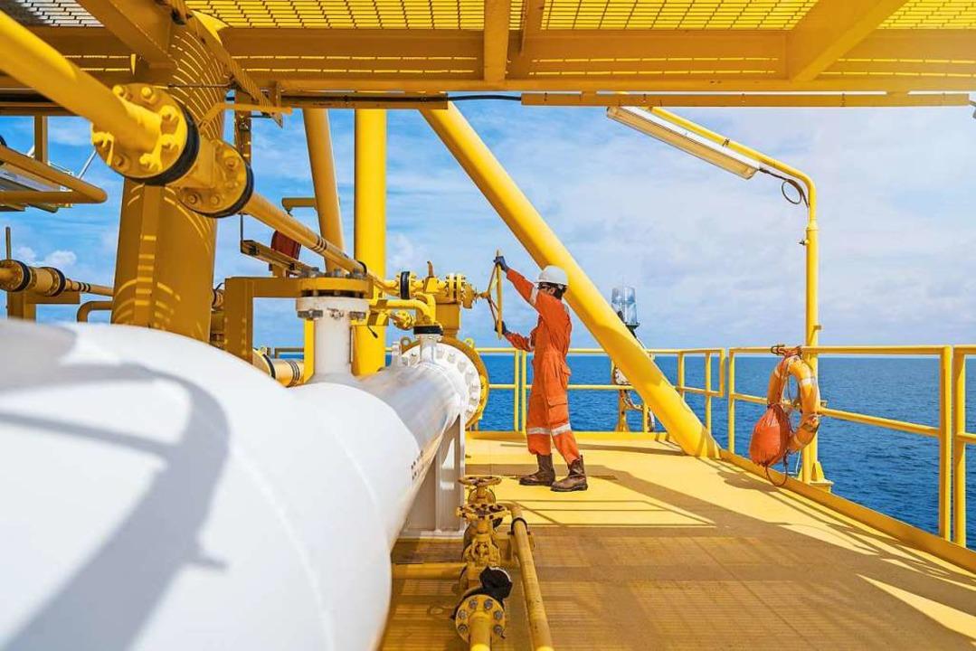Arbeiter auf einer Ölplattform  | Foto: pichitstocker  (stock.adobe.com)
