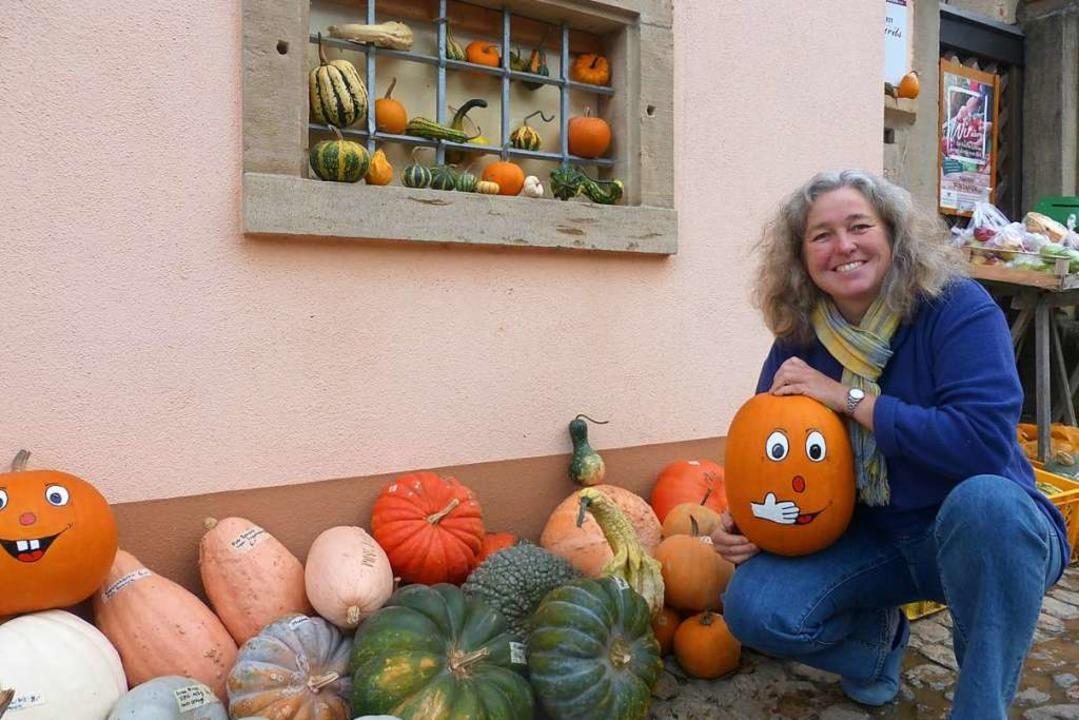 Sonja Kiefer hat die Kürbisse zu ihrem Hobby gemacht.    Foto: Andrea Gallien