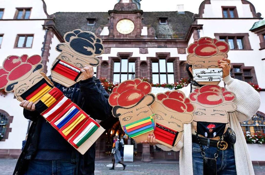 Masken werden künftig das Stadtbild no...len Farben und ausgefallenen Designs.   | Foto: Thomas Kunz