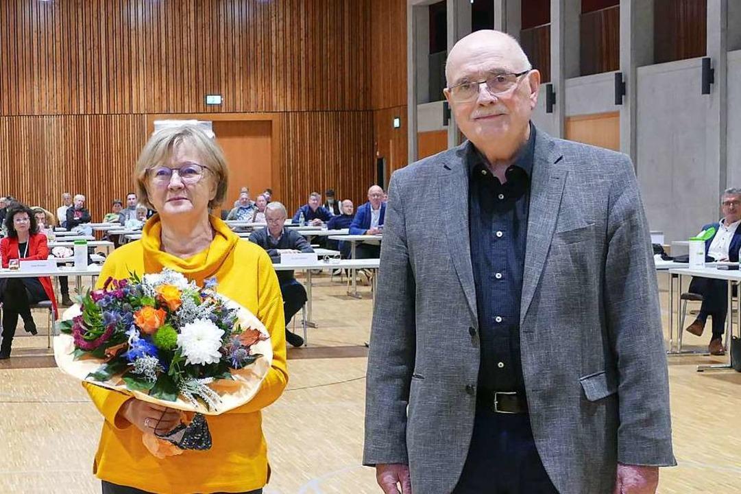 Ex-SPD-Gemeinderat Walter Caroli und E... bei der Verabschiedung am Montagabend  | Foto: Mark Alexander