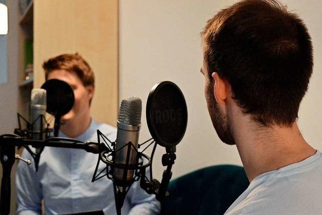 Zwei Freiburger Studenten vermitteln Geschichte in einem Podcast