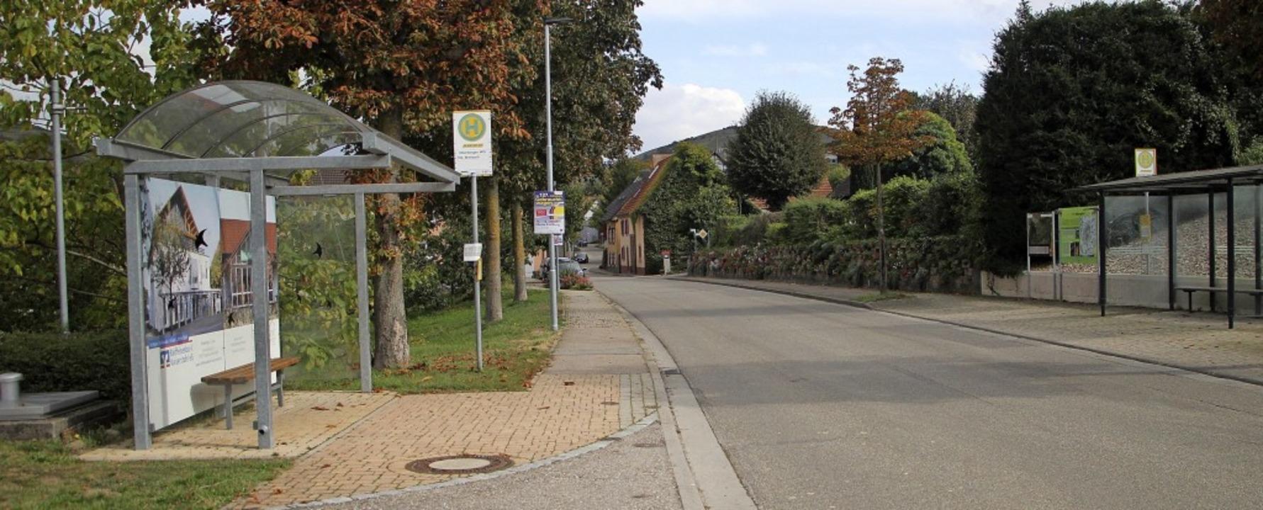 An den  Ortseinfahrten von Oberbergen sollen  Fußgängerüberwege entstehen.  | Foto: Herbert Trogus