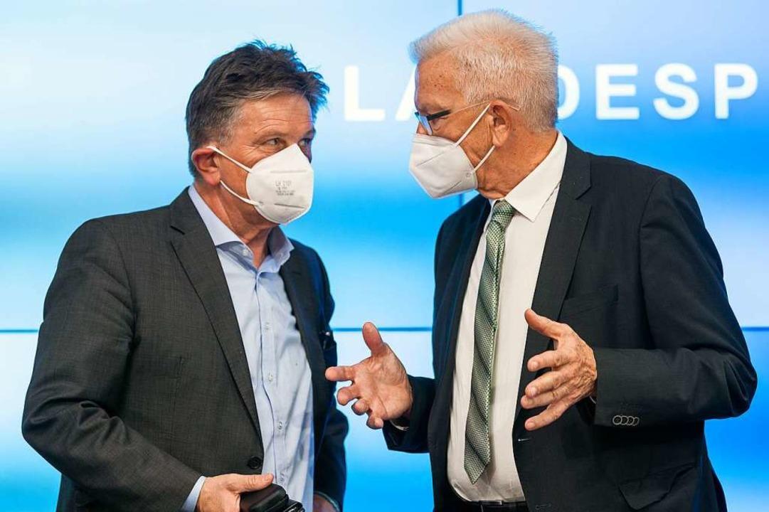 Gesundheitsminister Lucha (links) und ...t Kretschmann am Dienstag in Stuttgart    Foto: Sebastian Gollnow (dpa)
