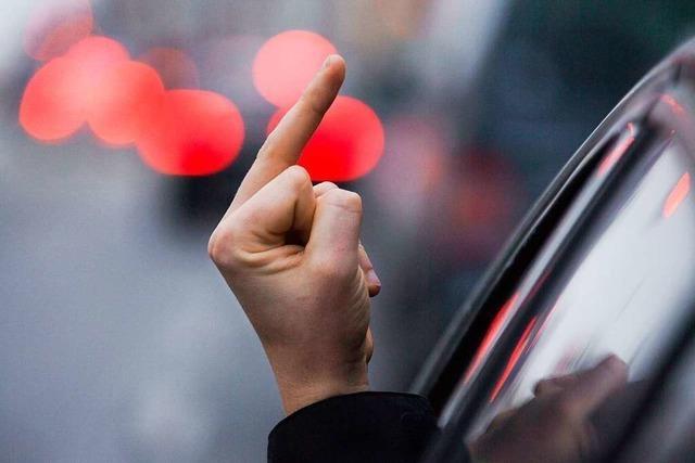Smart-Fahrer zeigt auf der B 3 im Freiburger Norden mehrfach den Mittelfinger