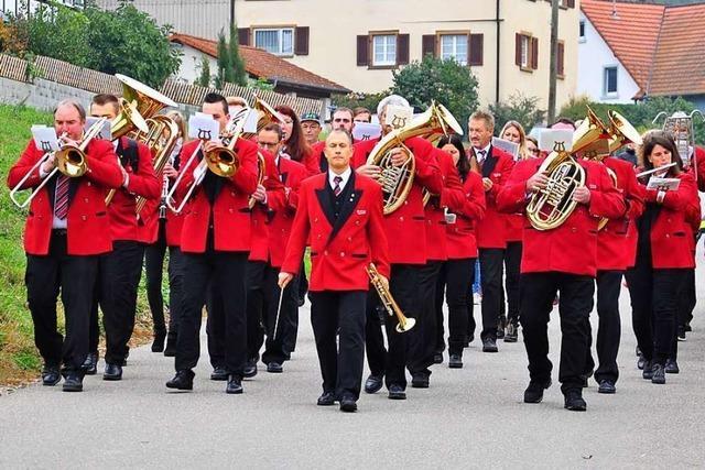 Musikverein Eggenertal zieht mit Musik durch die Dörfer