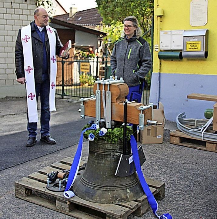 Pfarrer Guido Palazzari segnete die sa...tholischen Kirchengemeinde Stühlingen.  | Foto:  Yvonne Würth