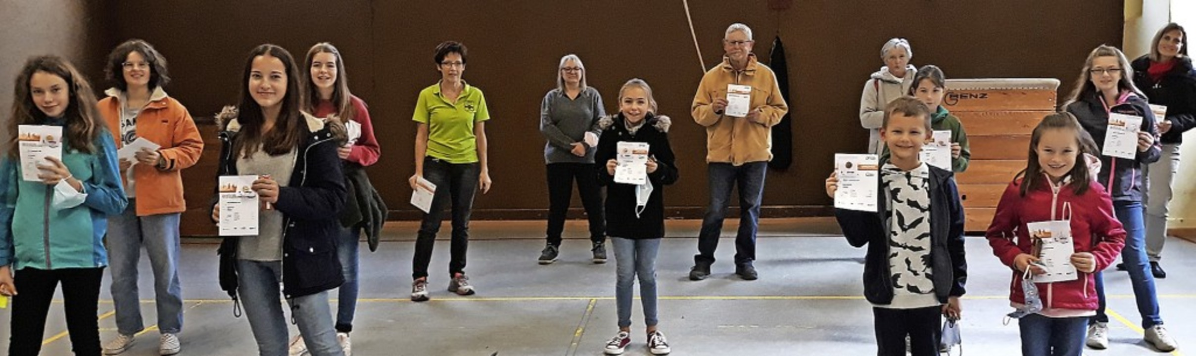 <BZ-FotoAnlauf>Turnverein Zell:</BZ-Fo...ona ihr Sportabzeichen entgegennehmen.    Foto: privat