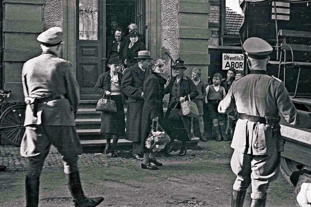 Am 22. und 23. Oktober 1940 wurden in ...8211; die Aufnahme stammt aus Lörrach.    Foto: Gustav Kühner/Stadtarchiv Lörrach