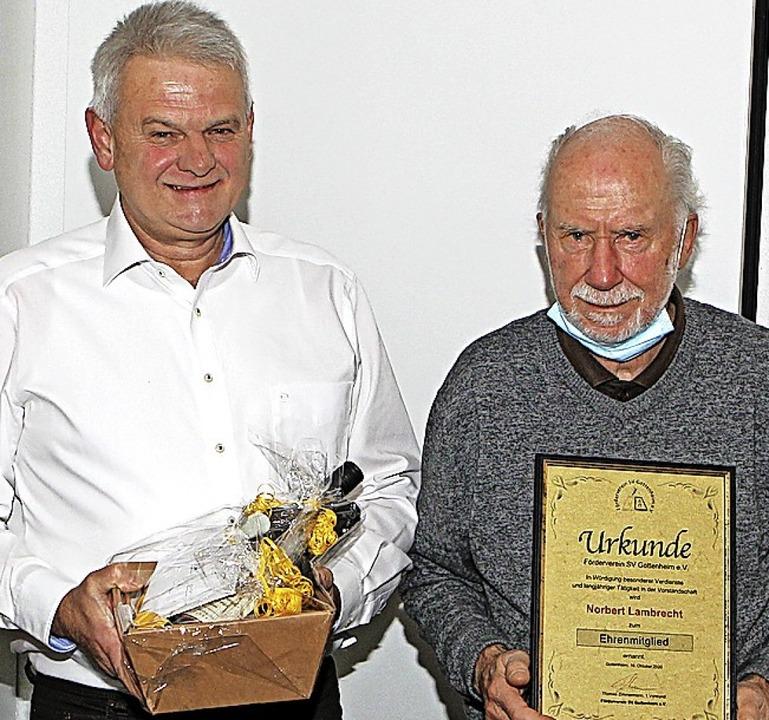 Thomas Zimmermann (links)  ernennt Grü... Norbert Lambrecht  zum Ehrenmitglied.  | Foto: Daniel Hengst