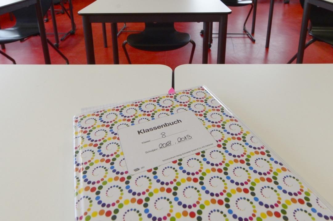 Die Klassenbücher wurden erst zum Dieb...ann ein Raub der Flammen. (Symbolbild)  | Foto: Ingo Schneider