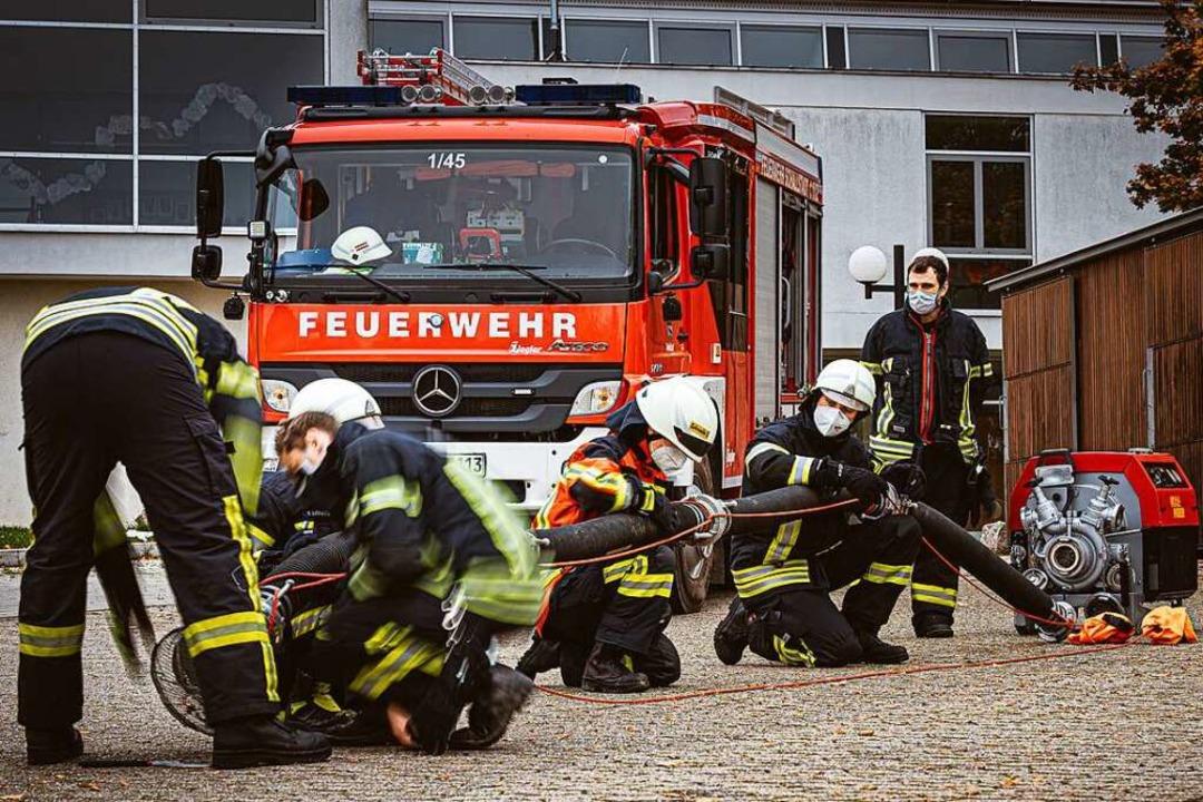 In 80 Unterrichtsstunden lernen die Te...ung wird die Ausrüstung desinfiziert.   | Foto: Andreas Berger