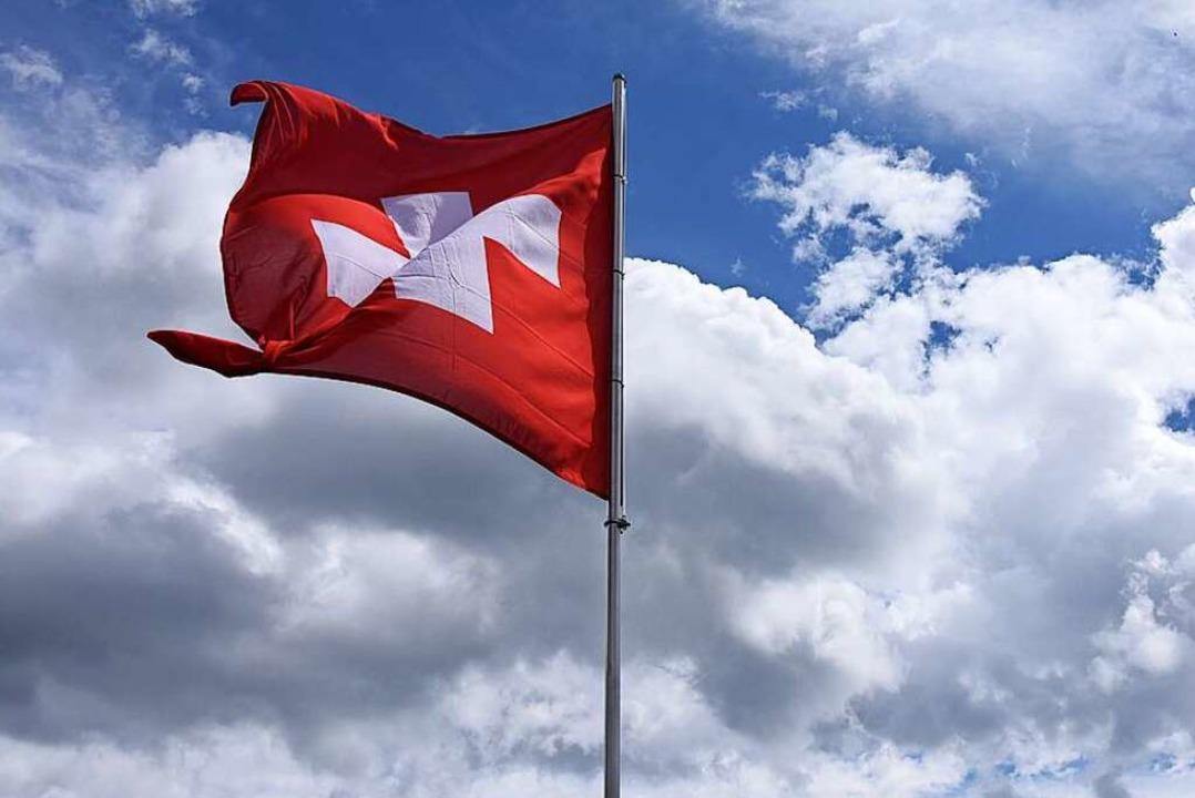 Diese Flagge weht auf dem Schweizer Belchen.  | Foto: Jonas Hirt