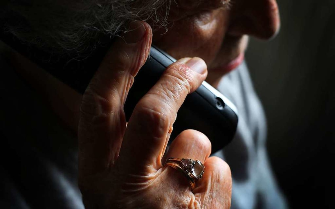 Mit einer Telefonmasche versuchten Unb... von Gundelfinger Bürgern zuzugreifen.  | Foto: Karl-Josef Hildenbrand (dpa)