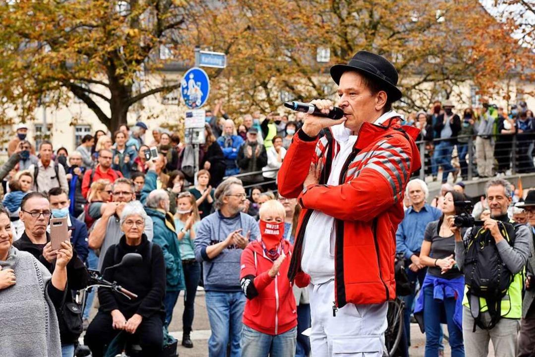 Die Maskenpflicht wurde bei der Kundge...ers Bodo Schiffmann bewusst ignoriert.    Foto: Thomas Kunz