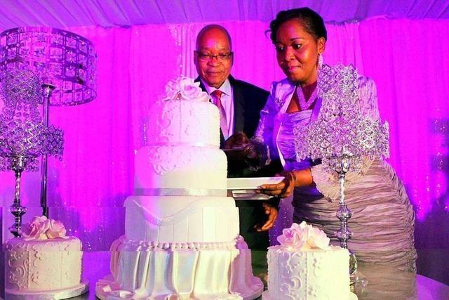 Südafrikas Ex-Präsident Zuma wachsen seine vielen Frauen über den Kopf