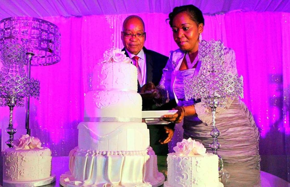 Der ehemalige südafrikanische Präsiden...gi Ngema-Zuma bei ihrer Hochzeit 2012.    Foto: imago stock&people
