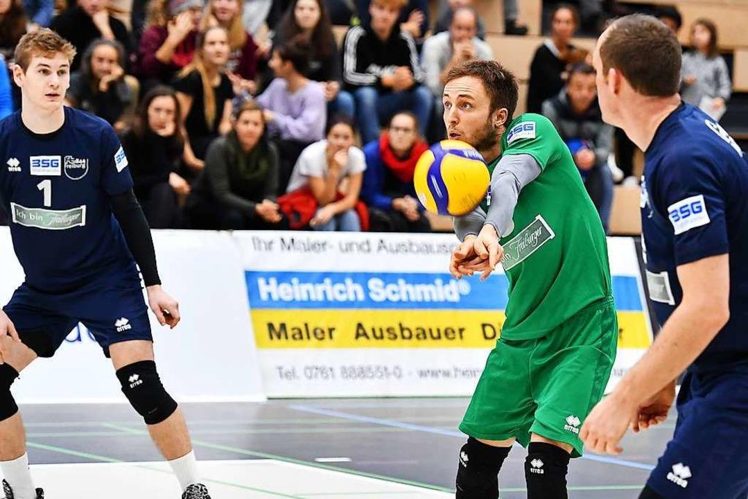 Als Libero steht Jonathan Schönhagen i...en Freiburger Zweitliga-Volleyballern.  | Foto: Achim Keller