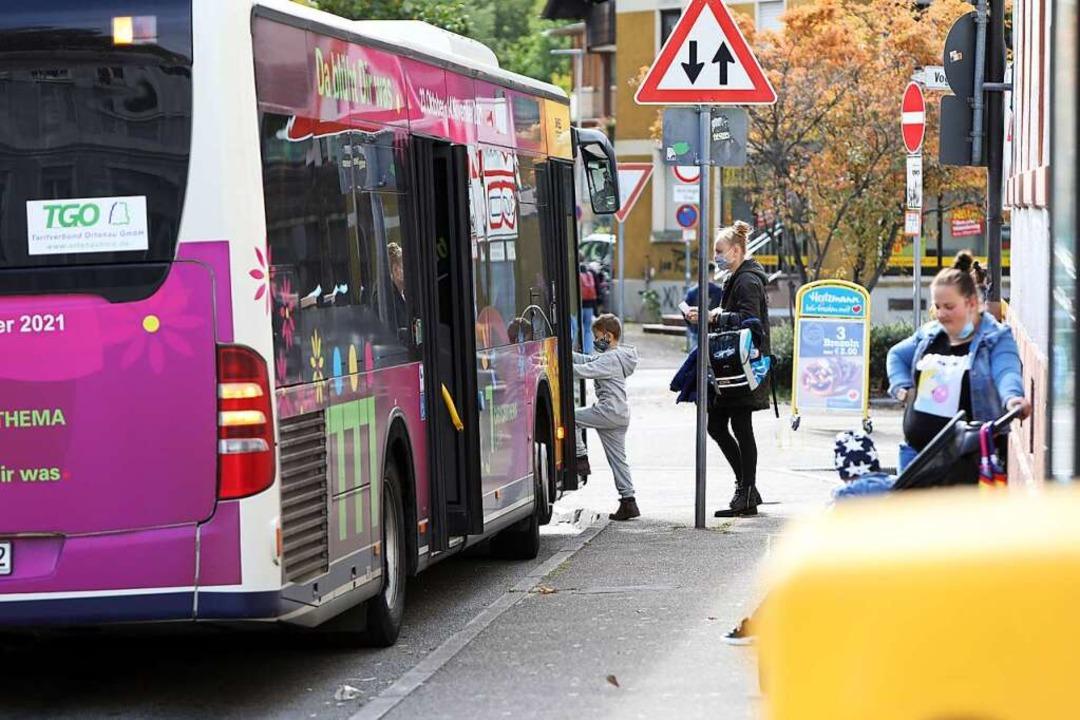 Wie eng es in den Bussen ist, entscheidet über die Landesförderung.  | Foto: Christoph Breithaupt