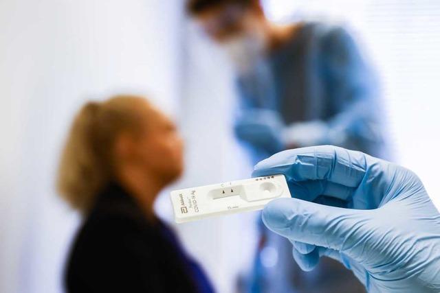 Schnelltests in Kliniken und Heimen sollen Besuchsverbote unnötig machen