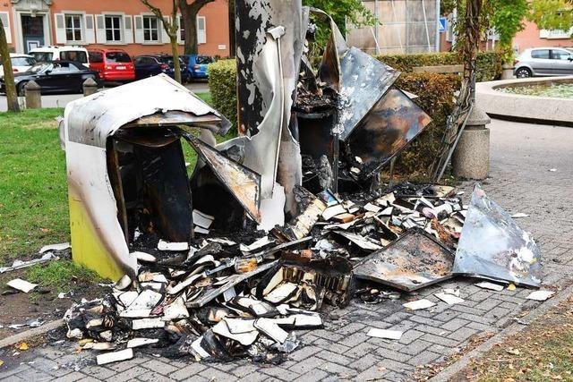 Initiative will Bücherregal am Tennenbacher Platz wieder aufbauen