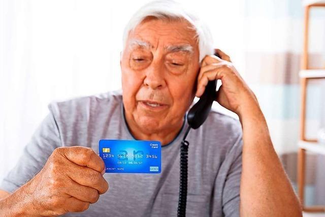 Zwei falsche Polizisten sollen Rentner um 310.000 Euro gebracht haben