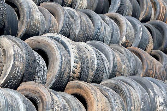 Was tun Diebe mit 120 alten Reifen?