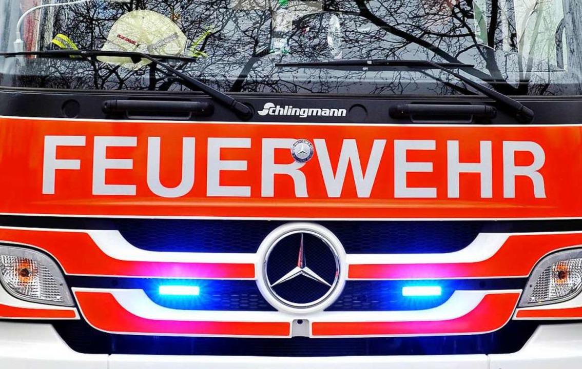Die Ursache ist unklar, die Polizei er... die Feuerwehr war schnell zur Stelle.  | Foto: Thomas Kunz