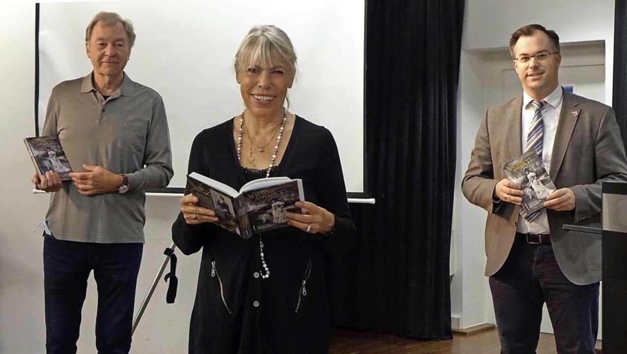 Die Autorin Petra Gabriel stellte zusa...en begleitenden Film im Schlössle vor.  | Foto: Roswitha Frey