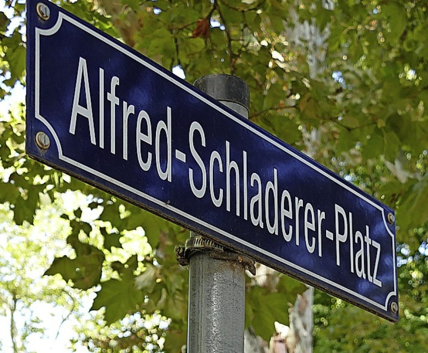 Den Platz gibt es  schon, bald heißt auch ein Stück Straße so.    Foto: Frank Schoch