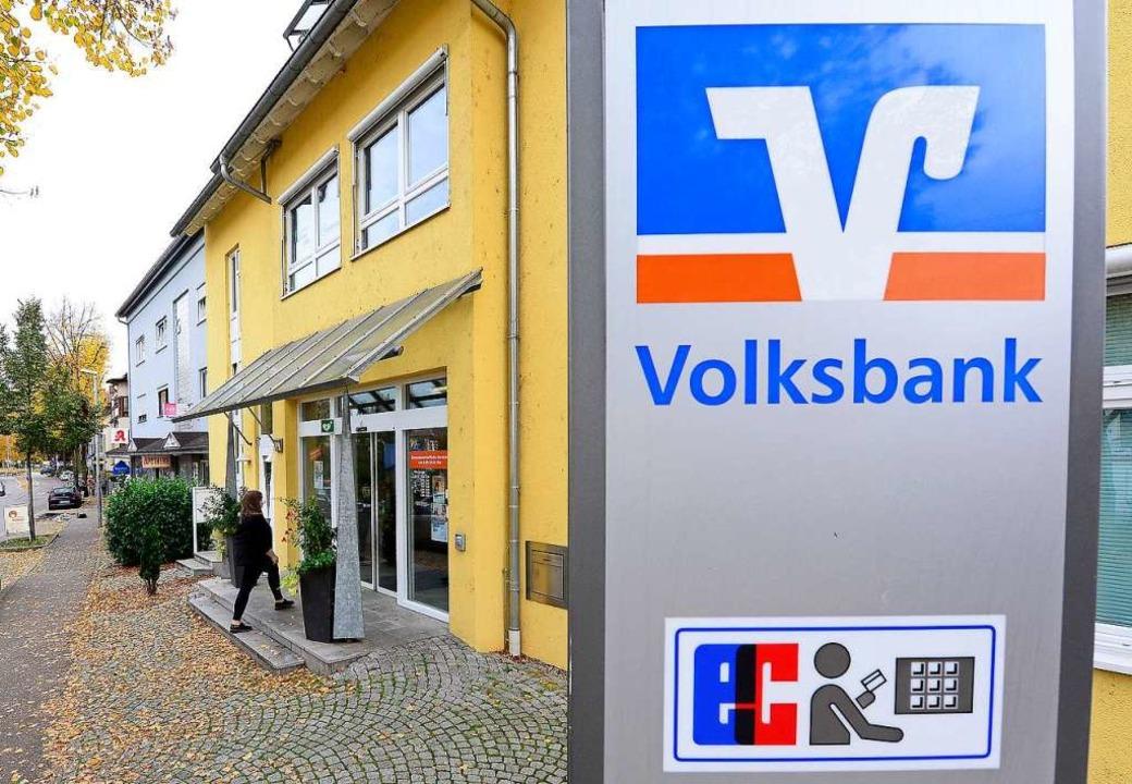 In Opfingen gibt es noch eine Volksbank mit Menschen hinter dem Schalter.   | Foto: Ingo Schneider