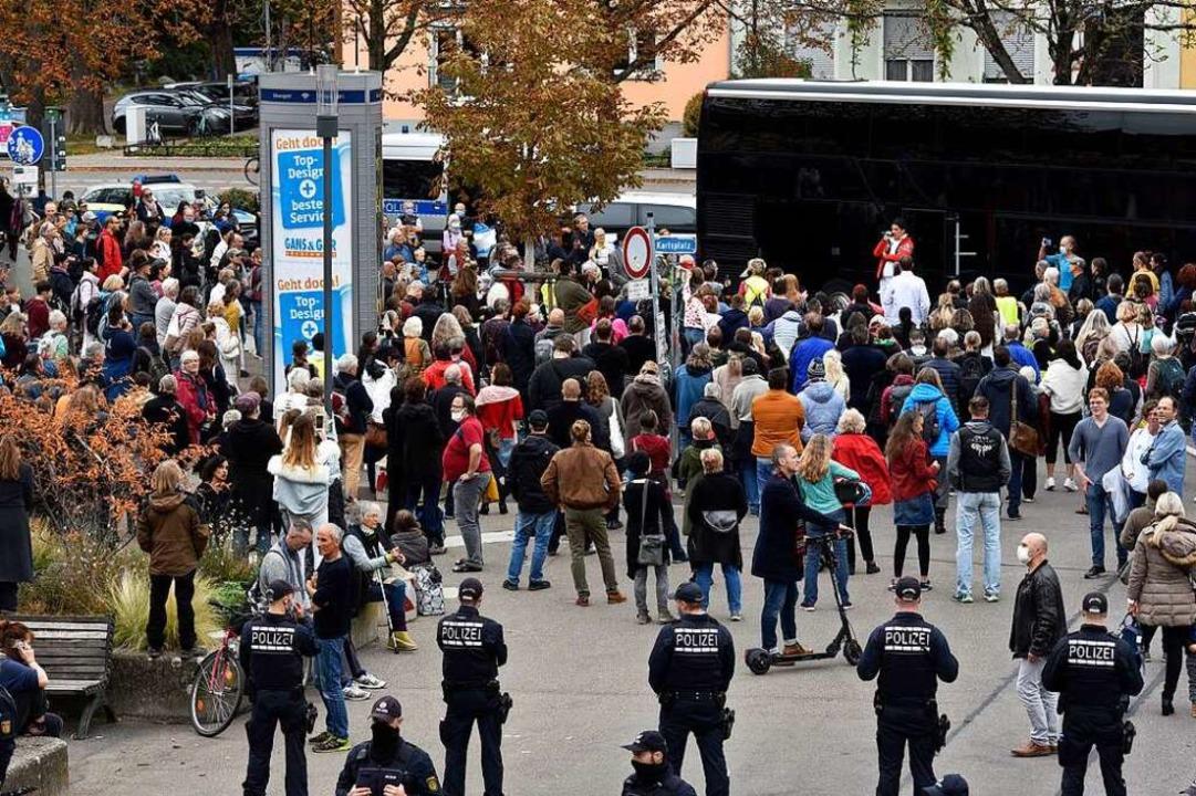 Die Polizei konnte die Maskenpflicht nicht durchsetzen.  | Foto: Thomas Kunz