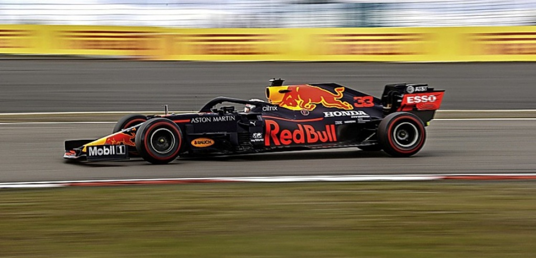 Muss bald ohne Honda-Motor fahren – Red Bull  | Foto: Wolfgang Rattay (dpa)