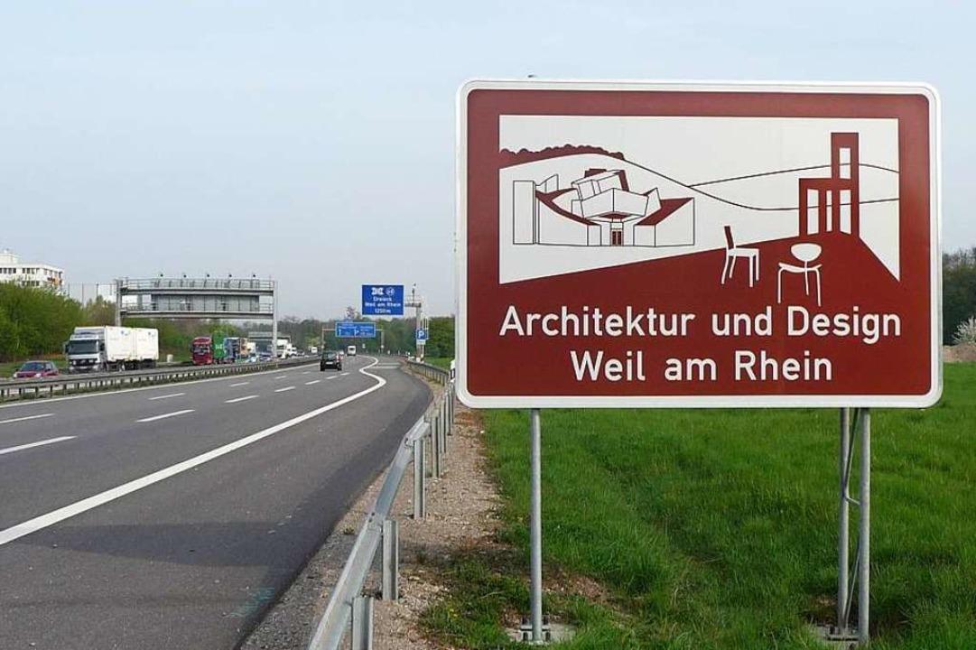 Architektin Zaha Hadid, Stühle mit Kultstatus: Auch Weil am Rhein wirbt.  | Foto: Regierungspräsidium Freiburg
