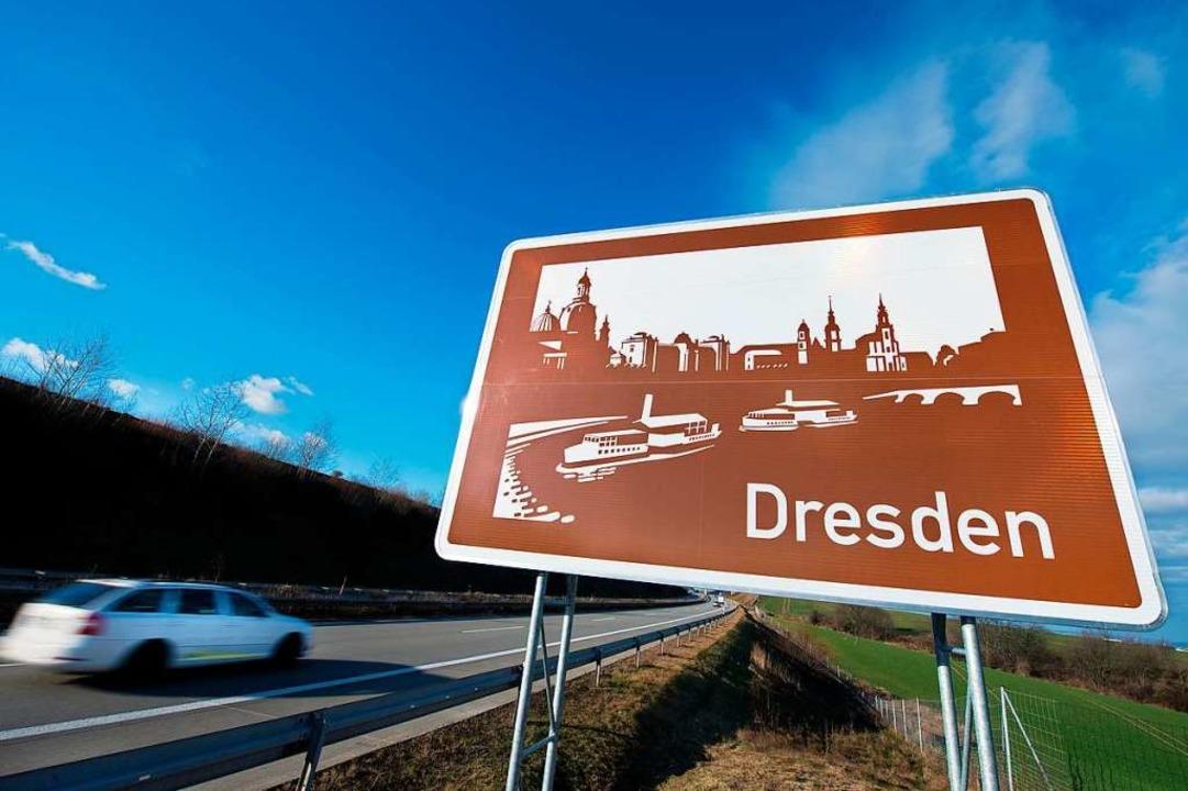 Deutschlandkunde im Vorbeifahren: Tour...werden die Schilder offiziell genannt.  | Foto: Arno Burgi (dpa)