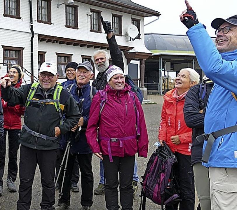 Gut gelaunt mit Meinrad Joos (2. von links) und Annette Franz (6. von links)  | Foto: Meinrad Grammelspacher