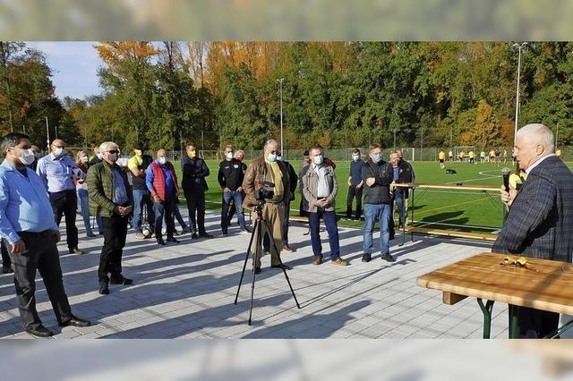 Kunstrasenplatz eingeweiht