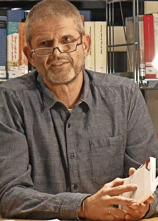 Der Autor Justus Ammann stellte in der Wehrer Mediathek sein neues Buch vor.  | Foto: Hrvoje Miloslavic