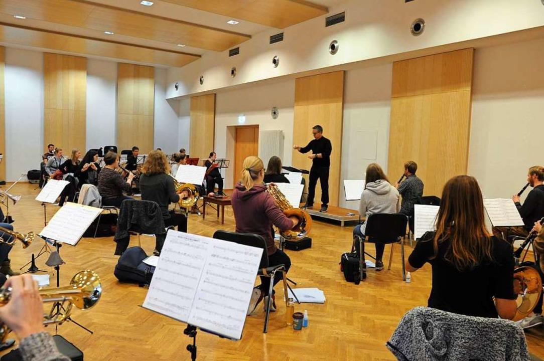 Wo sonst 90 Musiker reinpassen, sind e...rsaal der BDB-Musikakademie in Staufen  | Foto: Privat