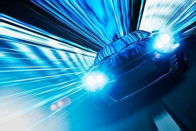 Drei Autofahrer sollen sich auf der A5 ein Rennen geliefert haben
