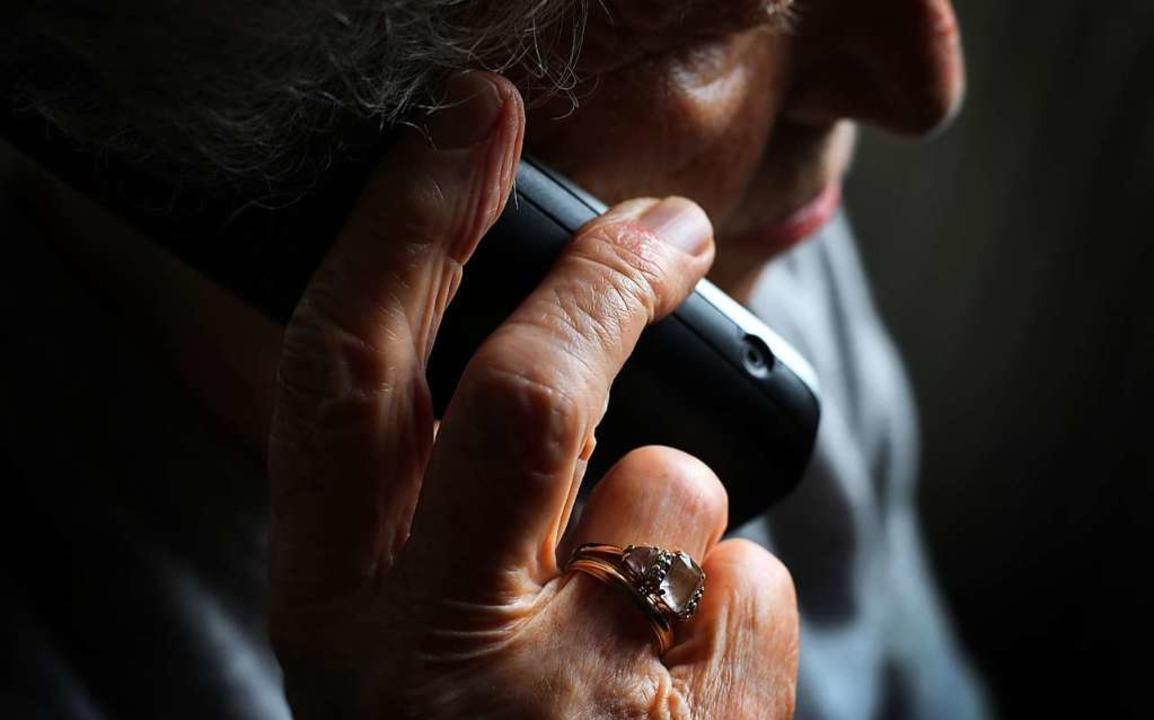 Betrugsmasche am Telefon – auch ein Löffinger wurde zum Opfer.  | Foto: Karl-Josef Hildenbrand (dpa)