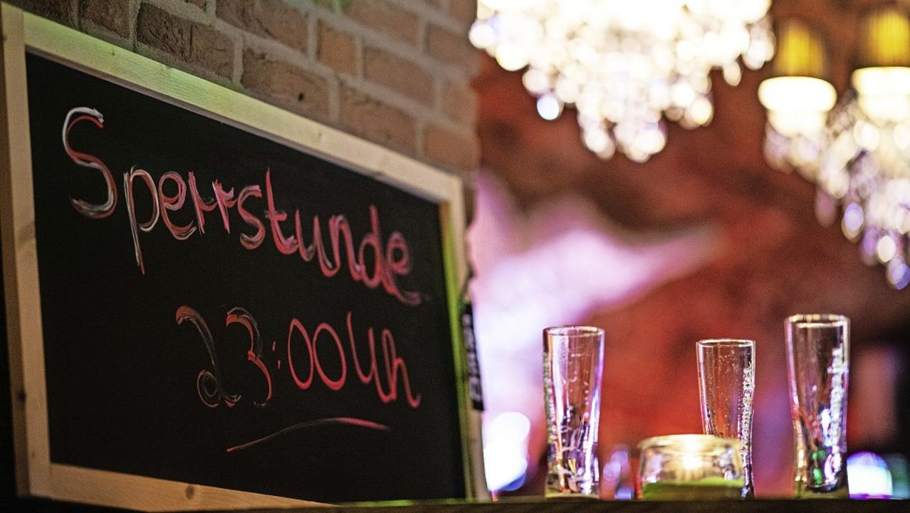 Verordnete Sperrstunde: Seit Montag, 2...shut spätestens um 23 Uhr schließen.      Foto: Guido Kirchner