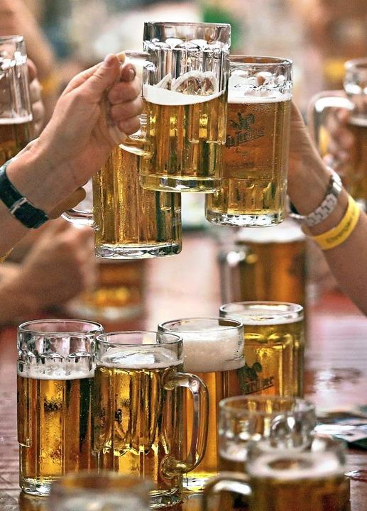 Frisch gezapftes Bier ist eine Köstlic... eine ganze Berufsausbildung braucht.   | Foto: Jan Woitas