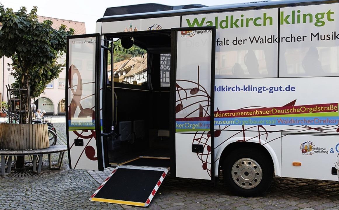 So wie der Stadtbus so soll auch der B...ür Rollstuhlfahrer ausgestattet sein.   | Foto: Gabriele Zahn