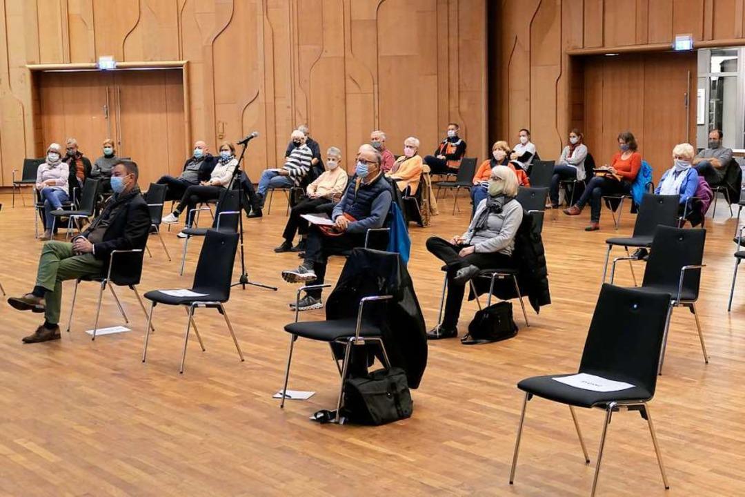 Diszipliniert mit Abstand und Maske im...öglich, Veranstaltungen durchzuführen.  | Foto: Hans-Peter Müller