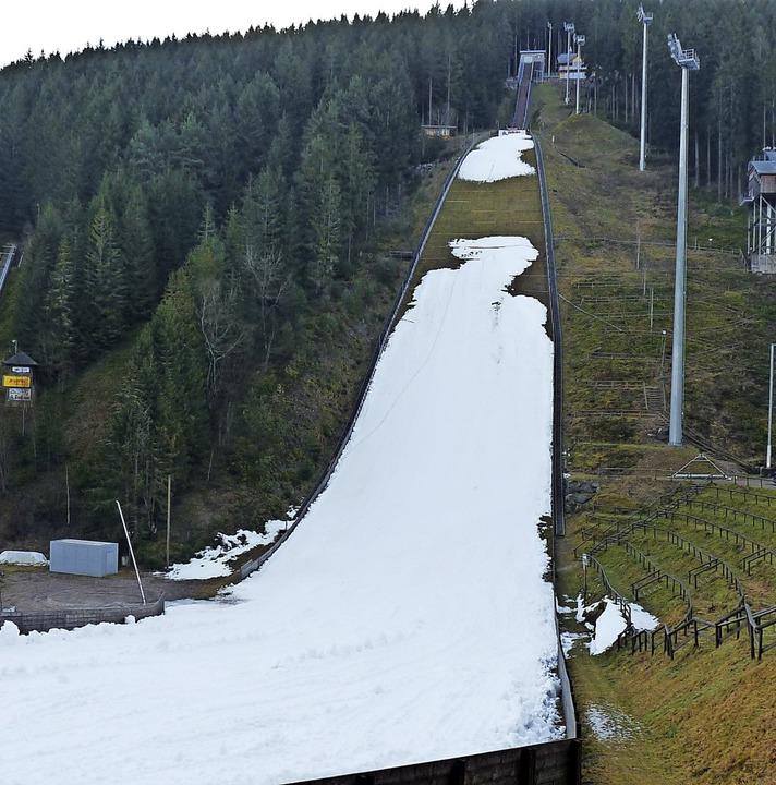 Heben neben den weltbesten Skispringer...l auch die besten Skispringerinnen ab?    Foto: Johannes Bachmann