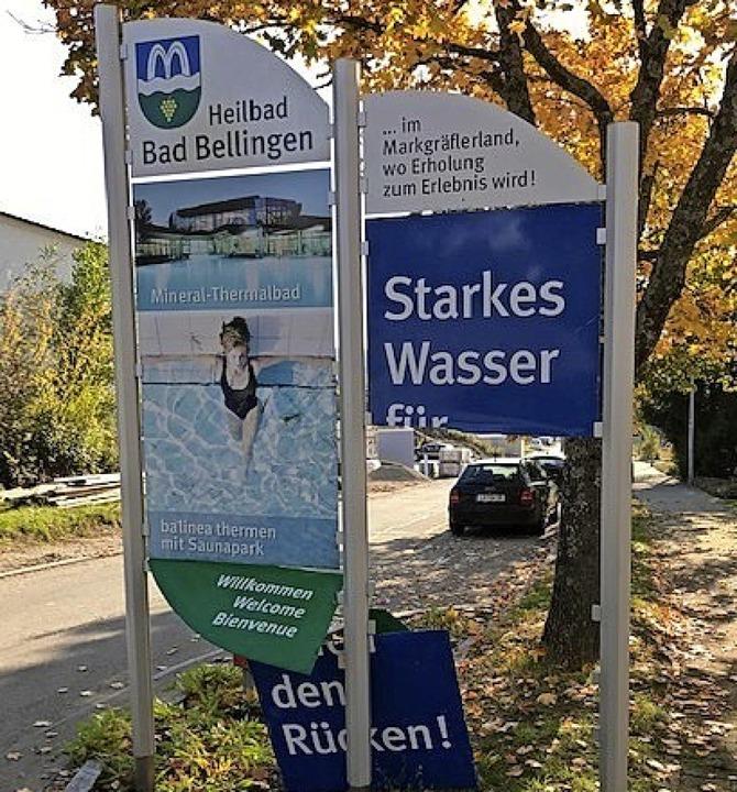 Die Tafel am Ortseingang Hertingen wurde vermutlich  eingetreten.    Foto: Gemeinde Bad Bellingen