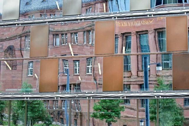 Die Problem-Fassade der Freiburger UB bleibt weiterhin Baustelle